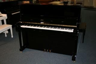 Blüthner Klavier Modell A124 schwarz poliert