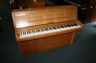 Schimmel Klavier Modell 104 Eiche hell