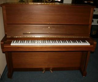 Steinway Klavier Modell K-132 Nussbaum Baujahr 1990