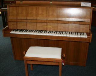 Grotrian-Steinweg Klavier Modell 110 Nussbaum hell
