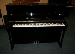 Rönisch Klavier Modell 118K schwarz poliert