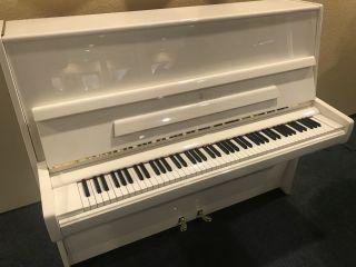 Steinway & Sons Klavier Modell V-122 weiß poliert