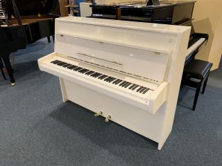 Steinway & Sons Piano Modell Z-114 weiß poliert